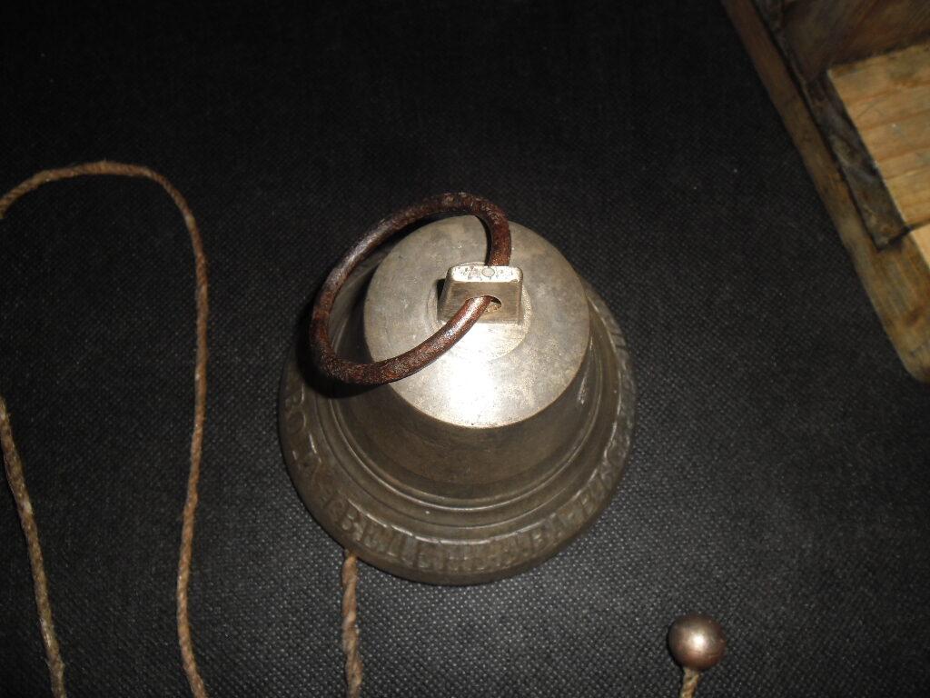 Zvans uz karināma paliktņa. Krievija. Vedenejeva rūpnīca Purehes ciemā. 19. gs.