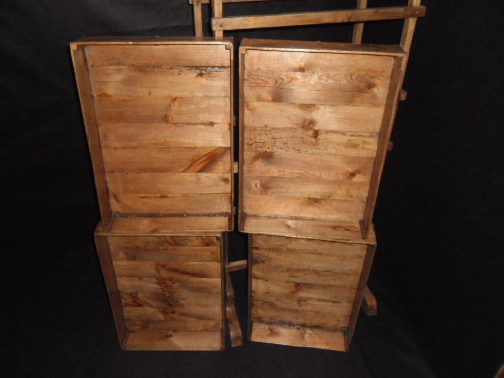 Etažere ar kastēm