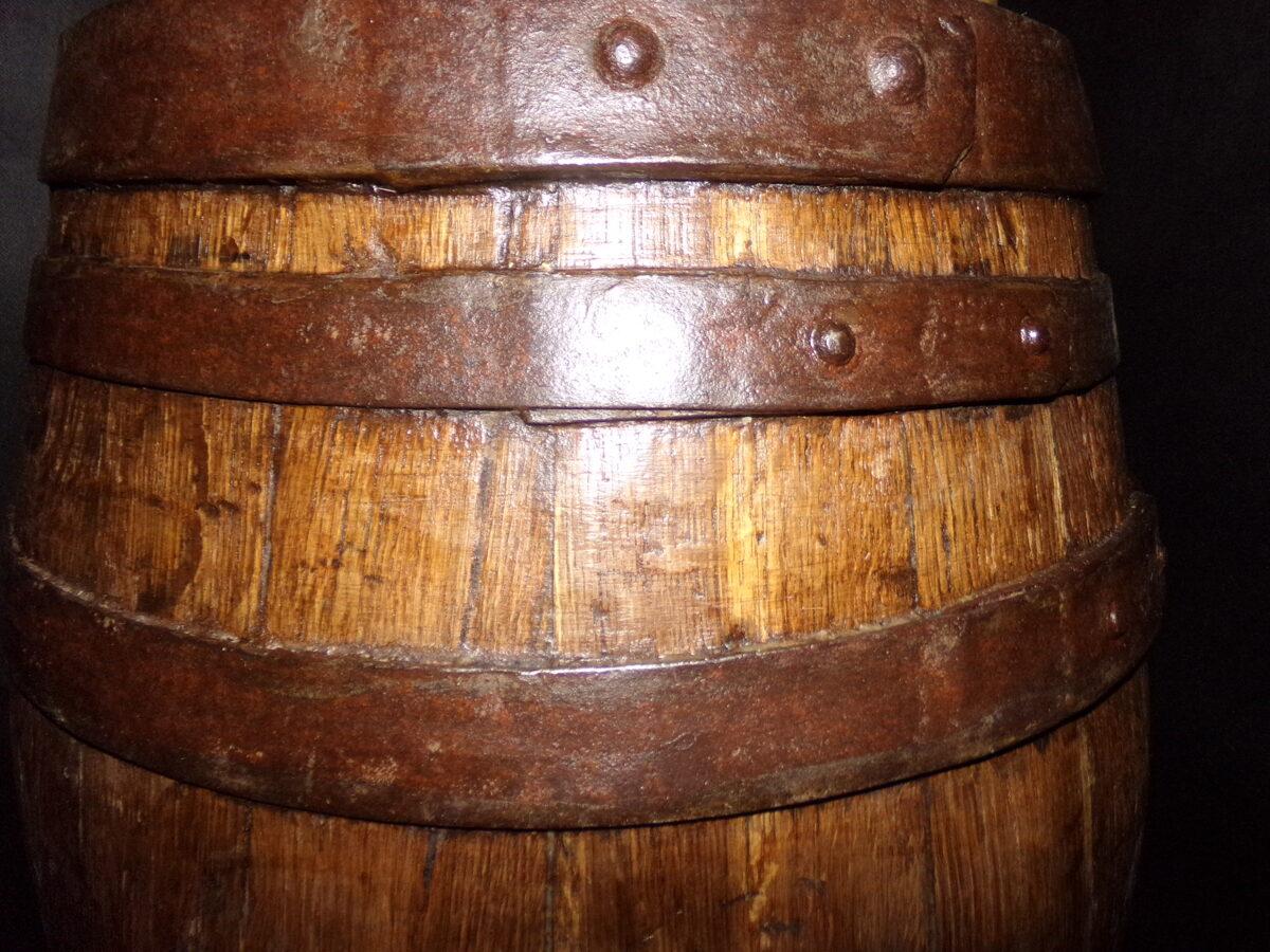 Пороховая бочка с бронзовым краном.