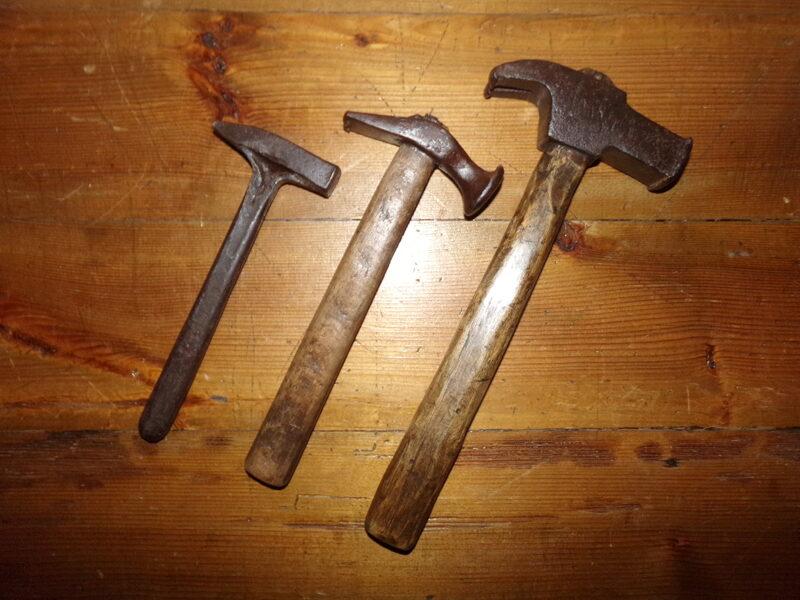 Trīs āmuri.