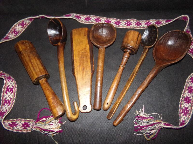 Семь кухонных предметов.