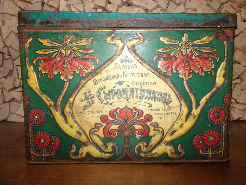 Железная коробка для конфет.