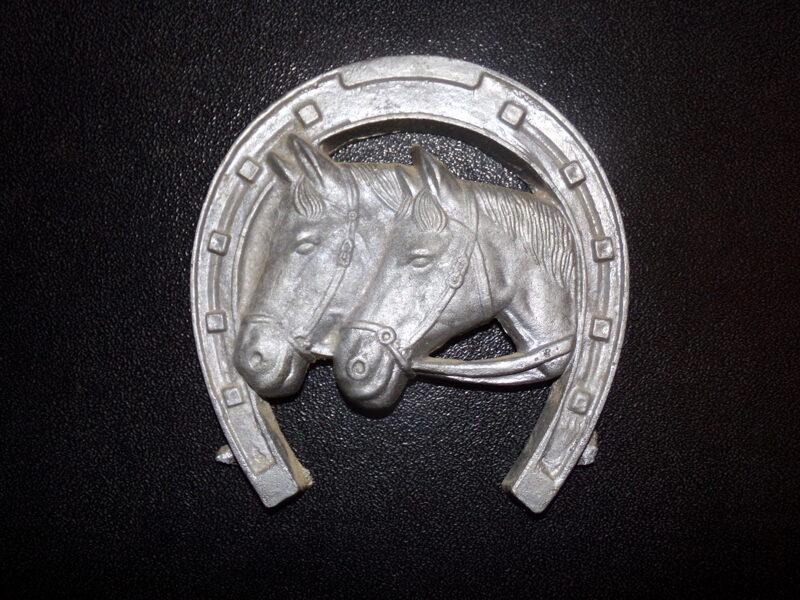 Bareljefs - Zirgi un pakavs.