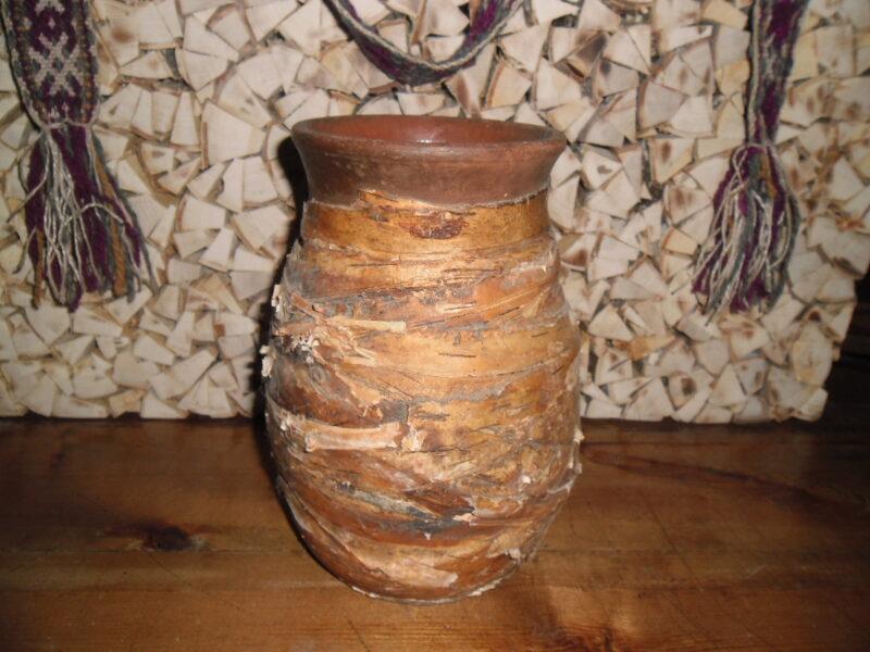 №2. Глиняный горшок с березовой обмоткой.