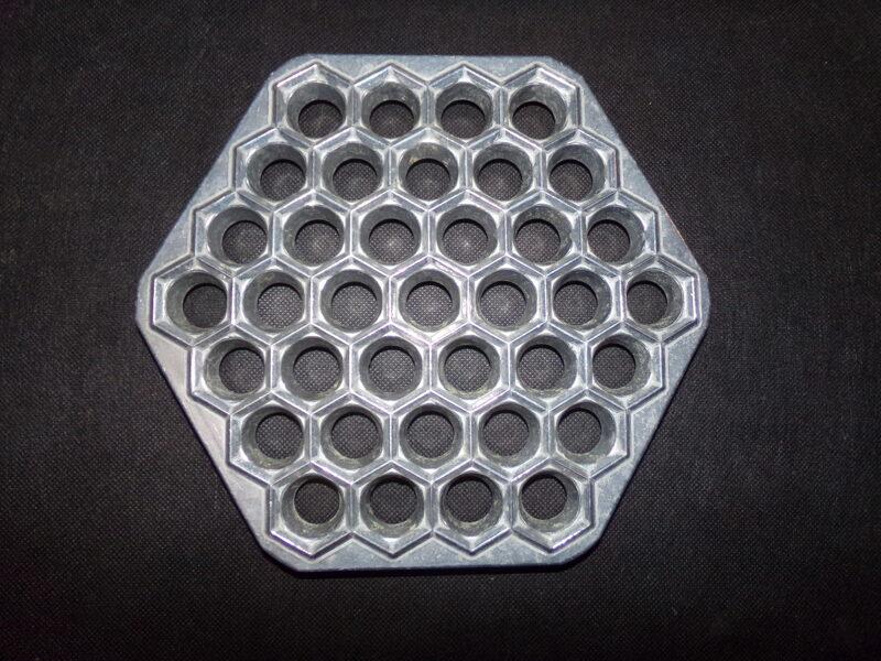 Алюминиевая форма для лепки пельменей. СССР.