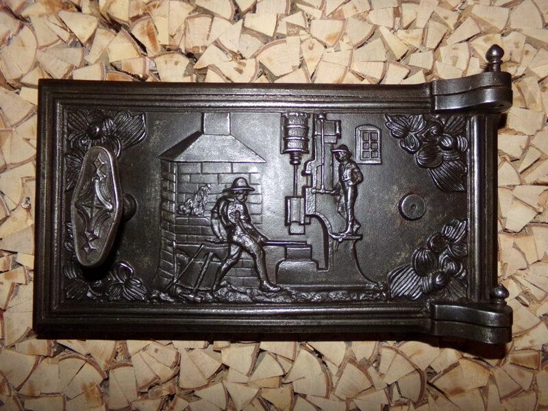 Nr 2. Krāsns durvis ar tvaika āmura attēlu.